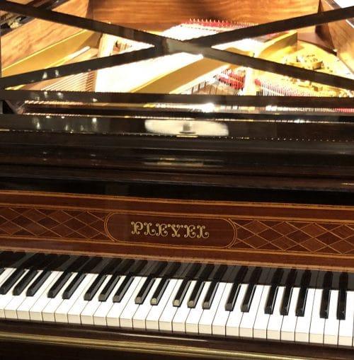 piano Pleyel 3 réduit pieds louis XVI marqueté